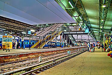 Busy hour at Hazrat Nizamuddin Railway Station by Ayush Bhandari