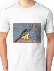 Yellow-Billed Hornbill with Lunch (Tockus leucomelas) Unisex T-Shirt