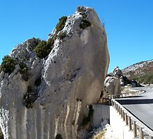 Stunning rocks along the road ! by daffodil