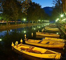Annecy - dawn over the channel by Patrick Morand