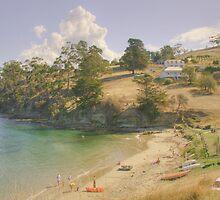 Tinderbox Beach, Tasmania by Mishka Góra