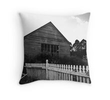 Farm house Throw Pillow