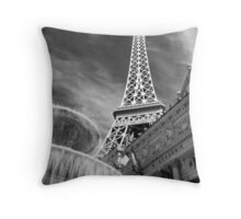 No. 1, La Tour Eiffel de Vegas Throw Pillow