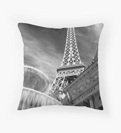 No. 1, La Tour Eiffel de Vegas Throw Pillow