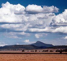 Mount Bullaway by Tainia Finlay