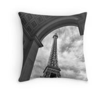 No. 3, La Tour Eiffel de Vegas Throw Pillow