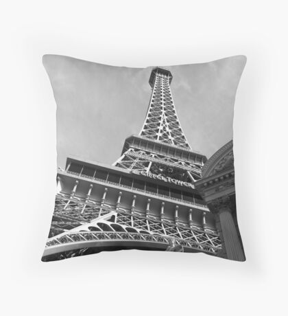 No. 12, La Tour Eiffel de Vegas Throw Pillow