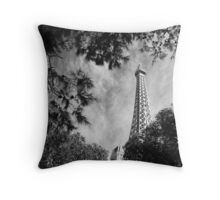 No. 14, La Tour Eiffel de Vegas Throw Pillow