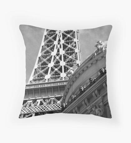 No. 19, La Tour Eiffel de Vegas Throw Pillow