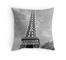 No. 22, La Tour Eiffel de Vegas Throw Pillow