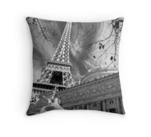 No. 24, La Tour Eiffel de Vegas Throw Pillow