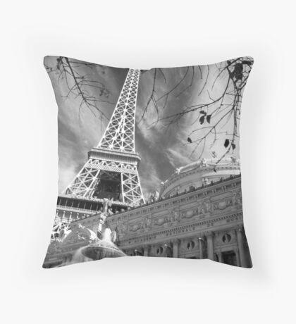 No. 24, La Tour Eiffel de Vegas Throw Pillow