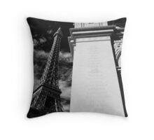 No. 25, La Tour Eiffel de Vegas Throw Pillow