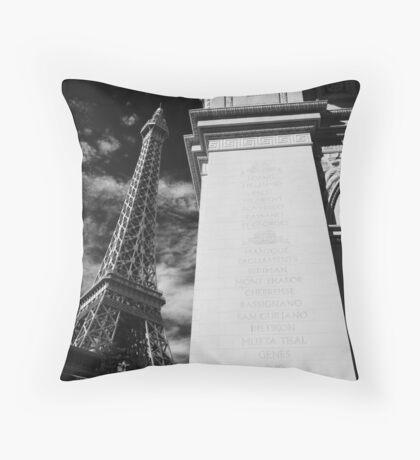 No. 25, La Tour Eiffel de Vegas Throw Pillow