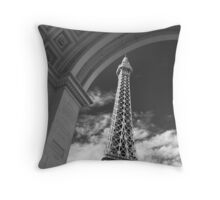 No. 29, La Tour Eiffel de Vegas Throw Pillow