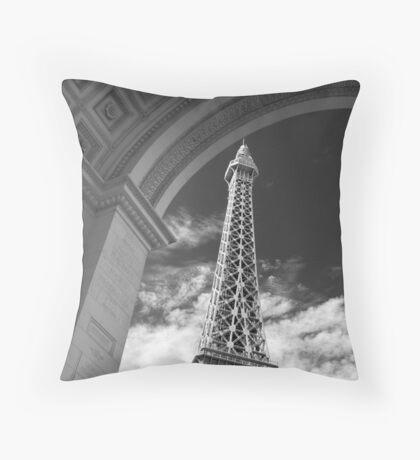 No. 29, La Tour Eiffel de Vegas Throw Pillow