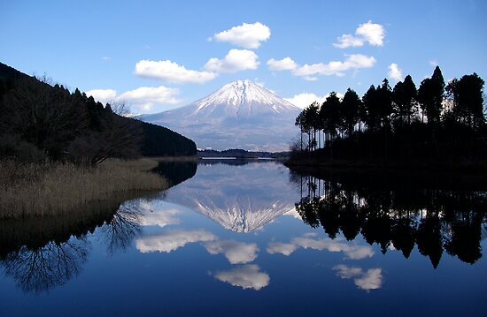 Diamond View - A Fuji Reflection by Matt  Streatfeild