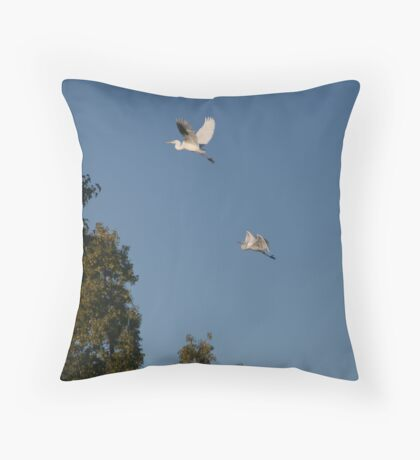 Egrets flying Throw Pillow