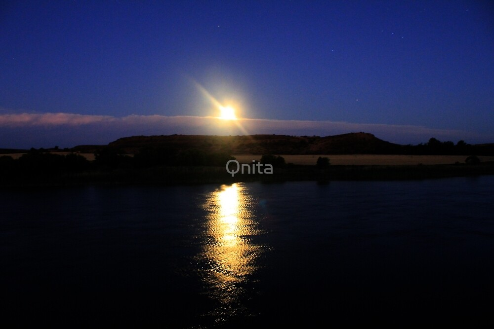 Beautiful Full Moon... by Qnita