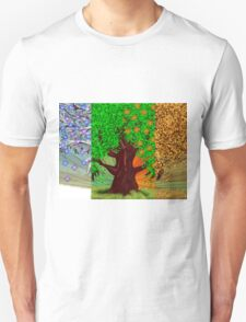 Big tree, winter and summer seasons T-Shirt