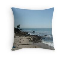 Re@cHiNg FoR tHe H2o Throw Pillow