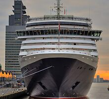 ms Queen Victoria - Maiden Voyage 4 by Martijn Budding
