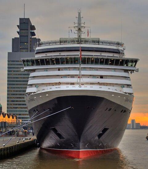 ms Queen Victoria - Maiden Voyage 4 by Martijn Budding