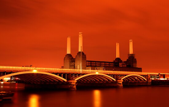 Battersea Powerstation over the river Thames, London by Andrew Conn