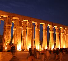 Luxor Temple at night by adamgrell