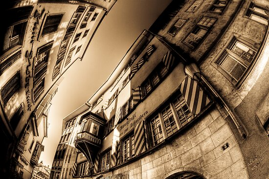 Narrow alley in Zürich. by peterwey