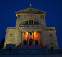 St Joseph's Oratory at night by Moxy