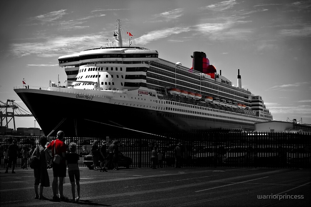 Queen Mary 2 at Victoria Quay by warriorprincess