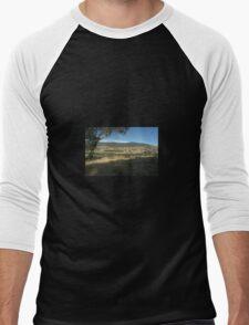 View over the hills Men's Baseball ¾ T-Shirt