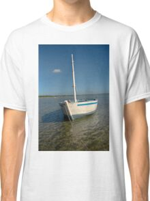 Dhow in the shallow turquoise water Classic T-Shirt