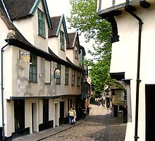 Off Elm Hill, Norwich  by BizziLizzy