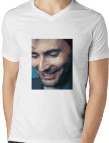 smiling tennant ヾ(。◕ฺ∀◕ฺ)ノ Mens V-Neck T-Shirt