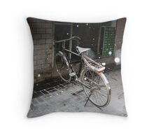 Caught in the first snow Throw Pillow