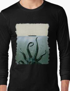 cthulhu in deep sea Long Sleeve T-Shirt
