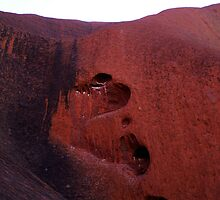 Heart of Uluru by Rosina  Lamberti