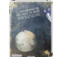 Men walk on Moon Astronauts  iPad Case/Skin
