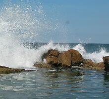 crashing waves by dannitiller