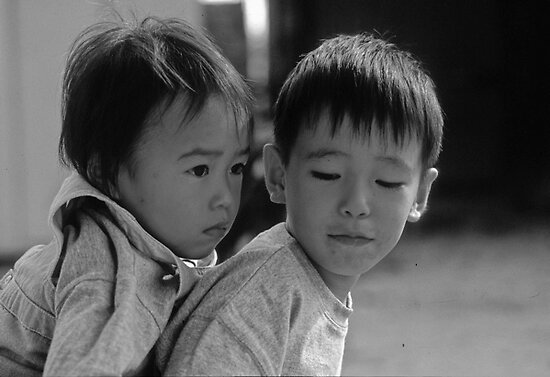 Siblings, Japan by yoshiaki nagashima
