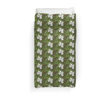 Tiled single white dogwood bloom. Duvet Cover