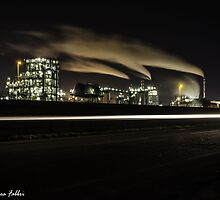 Fabbrica di notte by gipsydiver