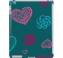 vector hand drawn doodle seamless pattern of hearts iPad Case/Skin