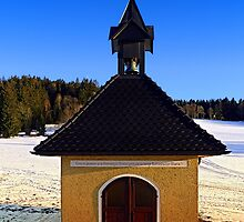 Chapel in winter scenery | architectural photography by Patrick Jobst