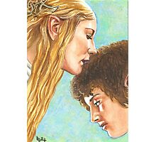 GALADRIEL KISSES FRODO Photographic Print