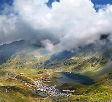Balea Lac from Fagaras mountains by naturalis