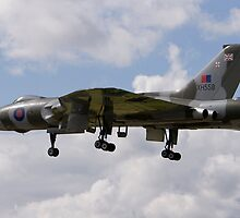 vulcan at The Farnborough Airshow 2008 by Keith Larby