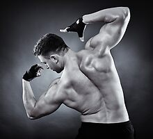Athletic man doing bodybuilding moves by naturalis